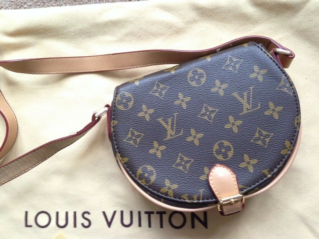 a3c465d923a5 Louis Vuitton monogram small purse bag. Cambridge ...