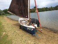 Sailing dinghy cruising Highlander 14 Selway fisher design. Combi trailer