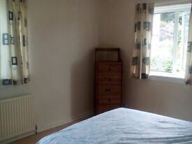 Beautifully Modernised 2 Bedroom Flat in Quiet Area