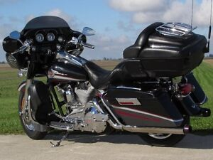 2006 harley-davidson FLHTCUSE4 CVO Ultra Classic Electra Glide   London Ontario image 6