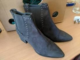 Ladies size 5 boots