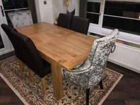 Extendable Dining Table for 6 with 4 chairs