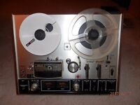 1970's VINTAGE AKAI 4000DS STERO TAPE DECK. COMPLETE WITH MICROPHONES.