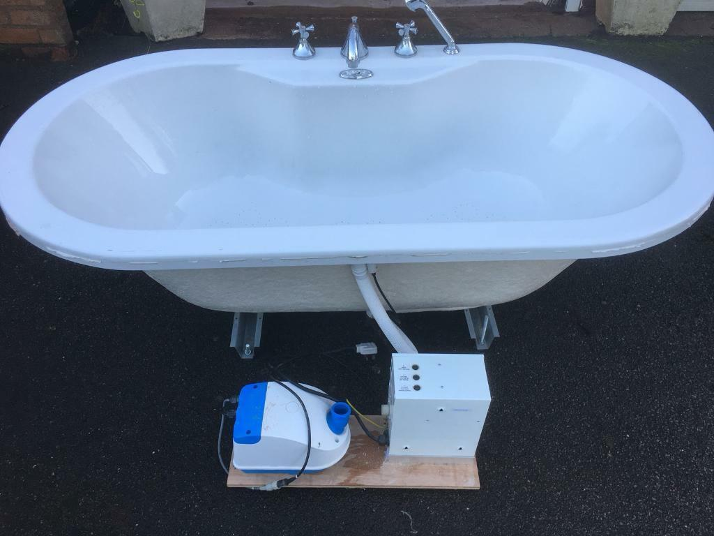 AIRBATH INTERNATIONAL Jacuzzi bath | in Quinton, West Midlands | Gumtree