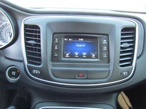 2015 Chrysler 200 Limited   HEATED POWER SEATS London Ontario image 13