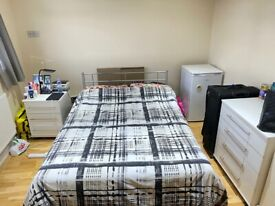 Newly refurbished room with own bathroom in Palmers Green N13. All Bills Included