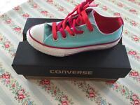 Girls size 11 converse brand new