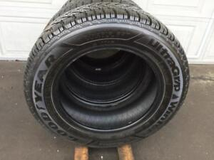 Pneus Hiver GOODYEAR 215-60-16 comme neuf
