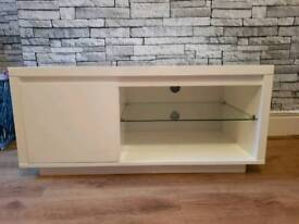 While gloss tv unit