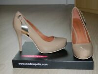 moda in pelle Nude patent shoes
