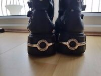 Great Condition TOWER NEGRO ACERO New Rocks for sale! (USED) EU 40 UK 7.5
