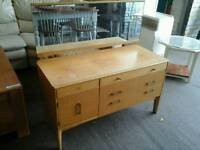 Light wooden dressing table with long mirror