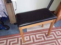 Single seat piano stool