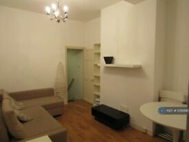 3 bedroom flat in Ling Road, London, E16 (3 bed) (#1018996)
