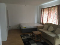 Nice 4 bedroom flat (no reception), Fully Furnished, in the Shoreditch/Hoxton area, N1.