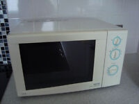 Microwave and conventional oven and grill combined