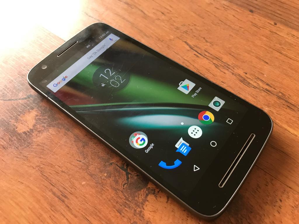 Motorola Moto E3 (3rd Gen) Unlocked phone slight cracks but fully working