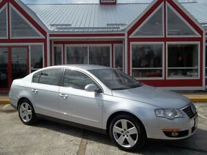 2010 Volkswagen Passat 2.0L TURBO !! HEATED LEATHER!! AIR!! LOW