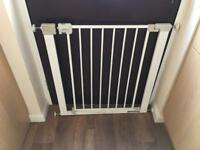 Baby gate £5