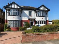 Large 6 bedroom detached house in Winchmore Hill, N21