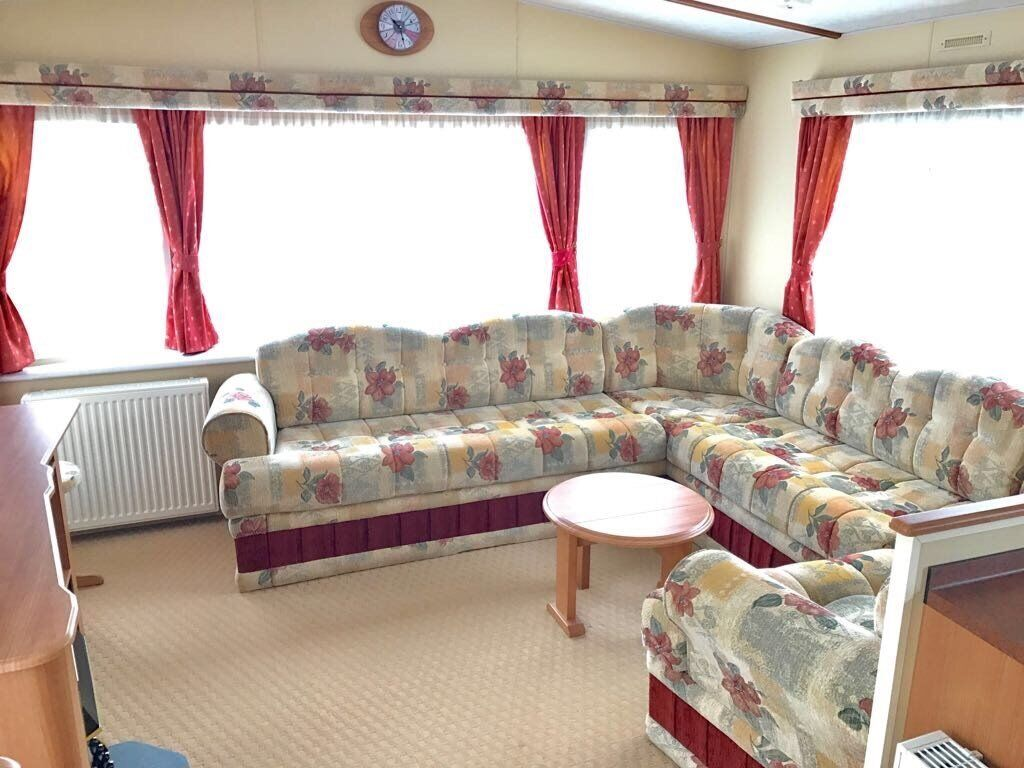 Caravan for sale near Great Yarmouth and Norfolk Broads. Very clean and peaceful park Burgh Castle