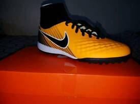 Boys trainers/boots