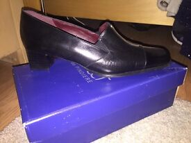 Ladies Black Court Shoe Size 9