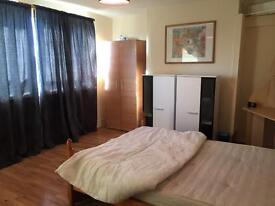 AMZING KINGS SIZE ROOM TO LET