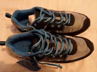 MENS SIZE 11 BEAR RIDGE TRAINING SHOES.BRITISH MADE AND DESIGN.TOP QUALITY