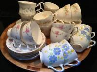 JOB LOT SET OF 16 VINTAGE BONE CHINA TEA CUPS AND SAUCERS