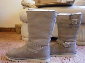 Genuine UGG Australia Kensington Boots UK 6 in Lavender (unworn)