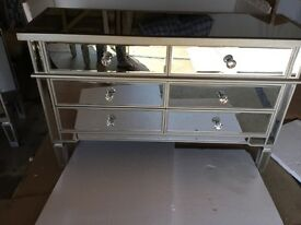 NEW MIRRORED 6 DRAWER CHEST. CYRSTAL HANDLES. Can view/ May deLiver.