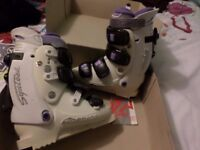 NORDICA LADIES/ GIRLS WHITE & PURPLE SKI BOOTS SIZE 4