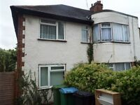 Watford 2 Double Bed Maisonette with private garden and driveway