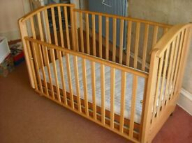COSATTO YOUNG BABY COT/YOUNG CHILDS BED