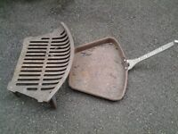 Firegrate, cast iron with ash pan, handle and fender