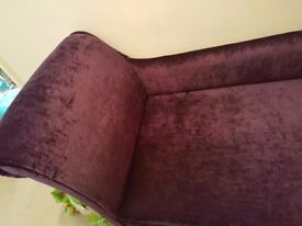 Beutiful purple chaise longue. Brand new velvet selling due to space