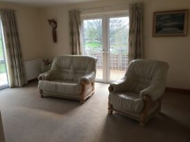 CREAM LEATHER TWO SEATER SOFA/SETEE AND ONE SINGLE CHAIR,