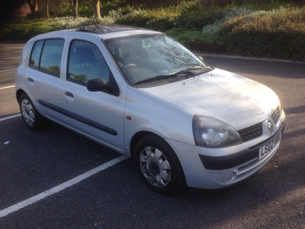 2002 02 renault clio 1 2 5 door in silver 11 months mot sunroof reduced in wallsend. Black Bedroom Furniture Sets. Home Design Ideas