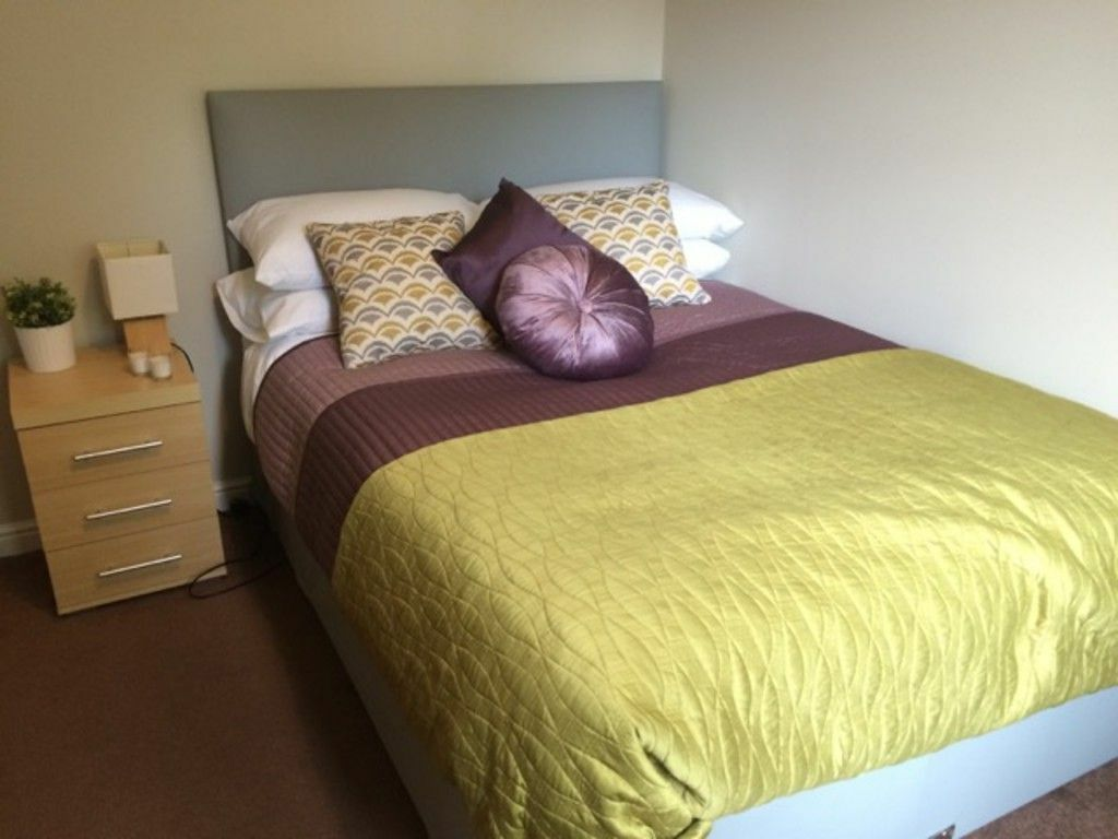 Double room for single occupancy available from 26th October in Earley