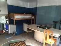 Double room 5 mins town centre Asda university Lansdowne campus busses garden parking ping pong