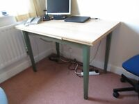 Extendable computer desk