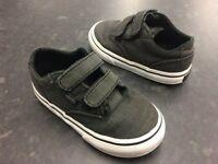 (02) Boys Vans Grey Trainers Shoes Size 6 Velcro