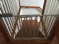 Stair mounted gate