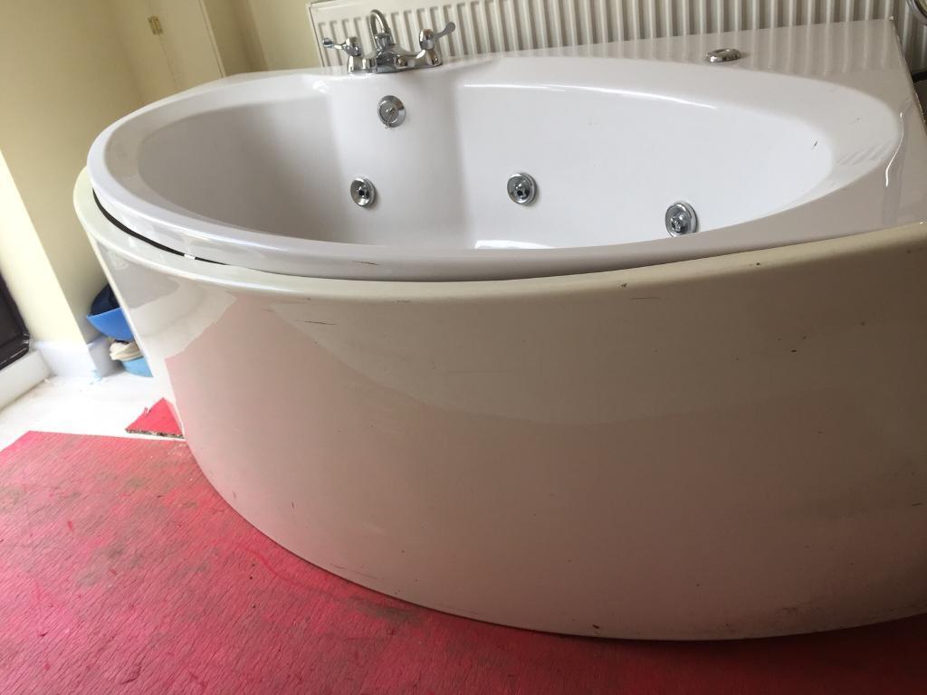 Corner Spa Bath | in Kidlington, Oxfordshire | Gumtree