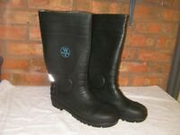 New Black steel toe-cap Wellington boots size 11.
