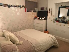 Double Room in Spacious Flat - Available 27/7