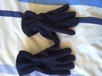 Pair of navy blue fleecy gloves age 9-12yrs . Excellent condition