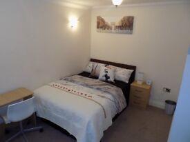 2 Double Rooms 1 Single Room 1 Double En suite Room 1 Massive Double Room In Gillingham