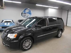 2014 Chrysler Town & Country LEATHER!!! 40KM!! FINANCING AVAILAB